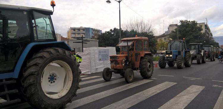 Αποτέλεσμα εικόνας για Στις πλατείες βγάζουν τα τρακτέρ οι αγρότες
