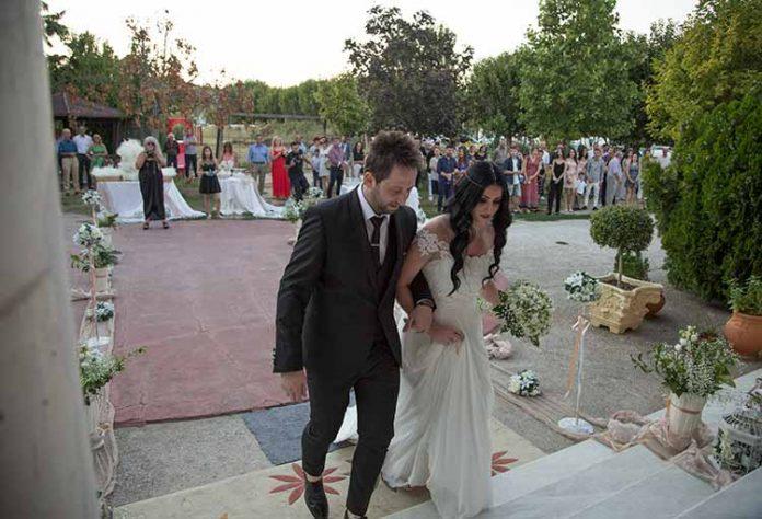 0b4ffd6df4da Όμορφος γάμος και βάπτιση μαζί για την Βιβή